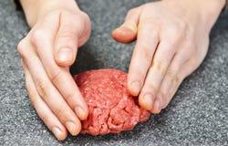 Het koken met rundergehakt Royalty-vrije Stock Foto