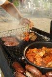 Het koken op het strand Royalty-vrije Stock Foto's