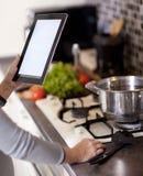 Het koken, technologie en huisconcept Stock Fotografie