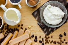 Het koken Tiramisu concept stap voor stap Eigengemaakte tiramisucake wh Royalty-vrije Stock Afbeelding