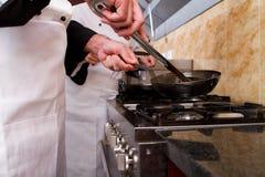 Het koken van chef-koks Royalty-vrije Stock Foto's