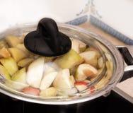 Het koken van de compote in de pot Royalty-vrije Stock Fotografie