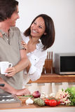 Het koken van de echtgenoot Stock Afbeeldingen