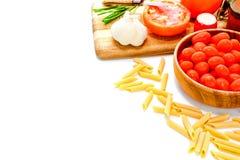 Het Koken van deegwaren met de Ingrediënten van het Kruiden Stock Foto