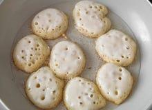 Het koken van eigengemaakte pannekoeken fritters Royalty-vrije Stock Fotografie