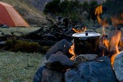 Het koken van het kampeerterrein stock foto's