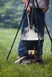 Het koken van het kampvuur Royalty-vrije Stock Fotografie