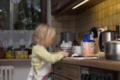 Het koken van het kind Royalty-vrije Stock Foto