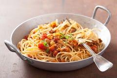 Het koken van Italiaanse deegwarenspaghetti bolognese Stock Afbeeldingen
