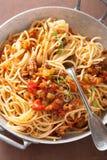 Het koken van Italiaanse deegwarenspaghetti bolognese Royalty-vrije Stock Afbeelding