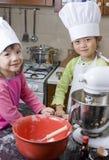 Het Koken van kinderen Stock Foto