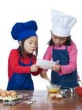 Het Koken van kinderen Stock Afbeeldingen