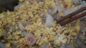 Het koken van pijlinktvis stock video
