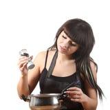 Het koken van vrouwen Stock Afbeeldingen