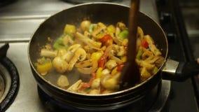 Het koken het Voedselstijl van de Paddestoelenstraat stock footage