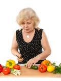 Het kokende voedsel van de bejaarde royalty-vrije stock afbeelding
