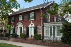 Het Koloniale Huis van de baksteen royalty-vrije stock afbeelding