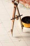 Het kompas van de tekening op een kaart Royalty-vrije Stock Fotografie