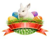 Het konijn van de paashaas in mand met eieren Royalty-vrije Stock Afbeelding