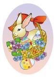 Het konijn van Pasen in een mand Stock Foto's