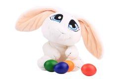 Het konijn van Pasen en kleurrijke eieren Stock Afbeeldingen