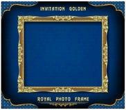Het Koninklijke gouden kader van Thailand op de achtergrond van het mannetjeseendpatroon, de Uitstekende antiquiteit van het foto royalty-vrije illustratie