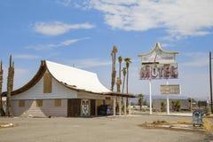 Het Koninklijke Hawaiiaanse Motel van Arne ` s, Baker, CA royalty-vrije stock fotografie