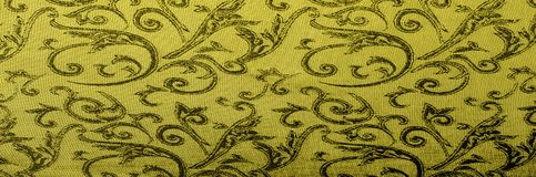 het Koninklijke monogram van de zijdedoek Geel is donker Dit is een zwarte zijde stock foto's