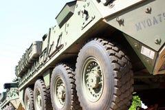 Het Konvooi van de spoorweg van militaire voertuigen. stock afbeeldingen