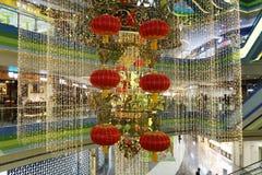 Het koord van rode lantaarns, de gouden stukken van document, en veel meer steken band aan Royalty-vrije Stock Afbeeldingen
