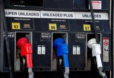 Het kopen van brandstof in Amerika stock foto