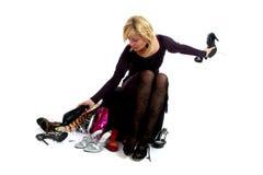 Het kopen van de vrouw schoenen Royalty-vrije Stock Foto's