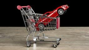 Het kopen van een nieuwe auto stock afbeeldingen