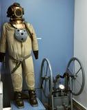 Het kostuum van de oude duiker in een museum Stock Foto's