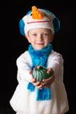 Het kostuumsneeuwman van jongenskerstmis Stock Foto