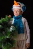 Het kostuumsneeuwman van jongenskerstmis Royalty-vrije Stock Fotografie