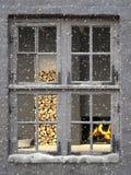 Het is koude buiten en warme binnenkant Stock Afbeeldingen