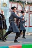 Het Kozakrefrein met sabels zingt een volkslied Stock Afbeelding