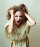 Het krankzinnige vrouw gillen Stock Foto's