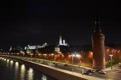 Het Kremlin bij nacht in Moskou royalty-vrije stock afbeeldingen