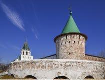 Het Kremlin en de toren van de muren van Ipatievsky monaste royalty-vrije stock afbeelding