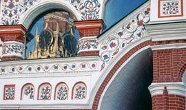Het Kremlin is het weerspiegelen in venster royalty-vrije stock foto's