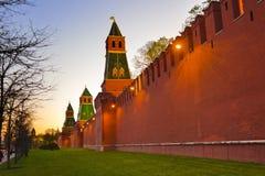 Het Kremlin in Moskou bij zonsondergang royalty-vrije stock fotografie