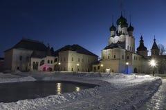 Het Kremlin in Rostov Groot in de winterschemering, Gouden ring, royalty-vrije stock foto's