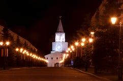 Het Kremlin van Kazan in het licht van lantaarns bij nacht royalty-vrije stock foto's