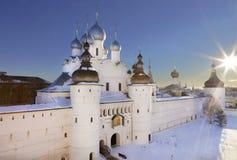 Het Kremlin van Rostov Groot in de winter, hoogste mening stock fotografie