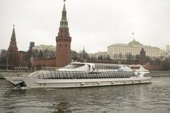 Het Kremlin is versterkte complex in het centrum van Moskou Stock Foto's