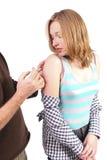 Het krijgen van een inenting in wapen Stock Foto
