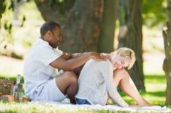 Het krijgen van een Massage stock fotografie