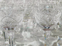 Het kristal stemware met mooie lichte bezinningen, kan als achtergrond worden gebruikt Royalty-vrije Stock Fotografie